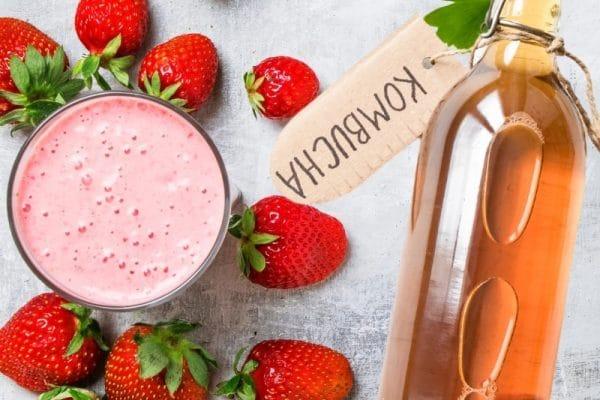 Gesunde Sommer-Smoothies aus Kefir und Kombucha