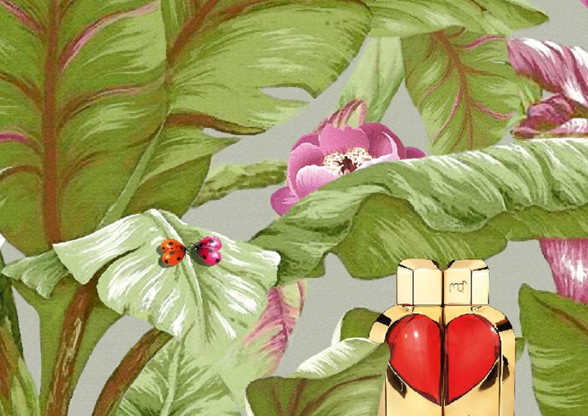 © Manish Arora READY TO LOVE - poetisches Stillleben mit Intense Red