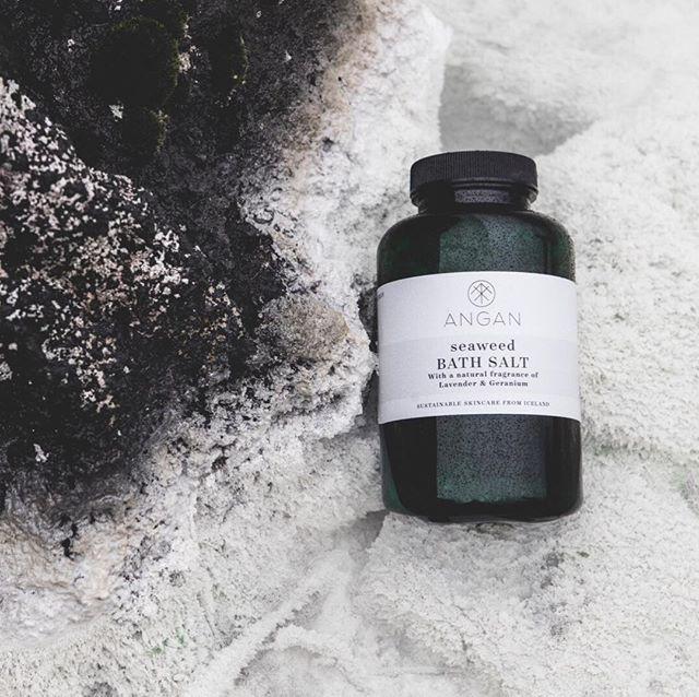 © ANGAN SKINCARE Seaweed Bath Salt mit Geranie und Lavendel