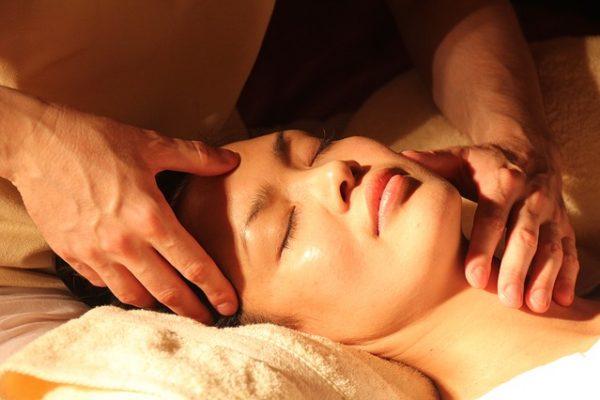 Mit Akupressur Immunsystem und Gesichtsmuskulatur stärken