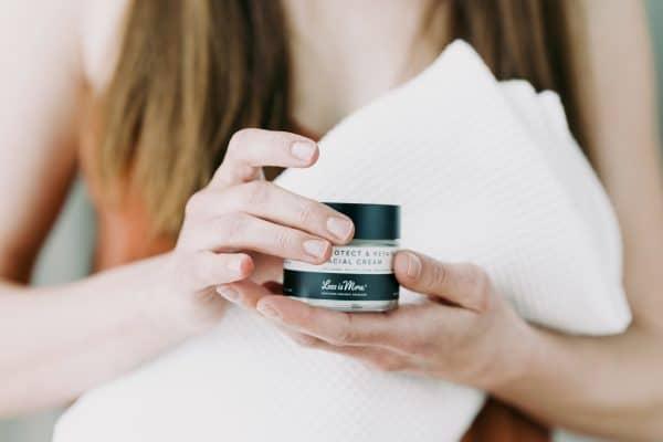 © Less is More Professional Organic Facecare - aromatherapeutische, vegane und konzeptstarke Bio-Alpenkosmetik