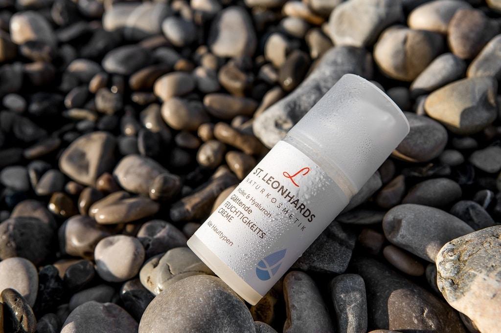 © ST. LEONHARDS Naturkosmetik Glättende Feuchtigkeitscreme mit Molke und pflanzlichem Hyaluron