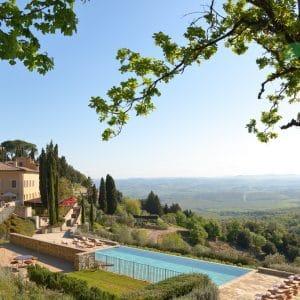 © Rosewood Castiglion del Bosco - Il Borgo mit idyllischer Pool-Landschaft