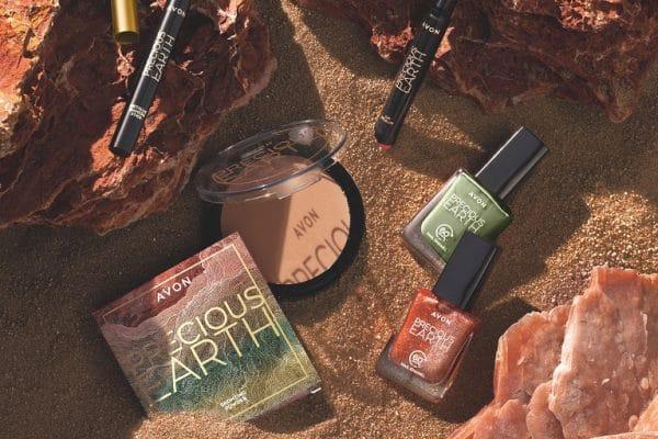 © AVON Precious Earth FW21 - stylefreudige Look-Pieces in herbstlichen Terra-Colours